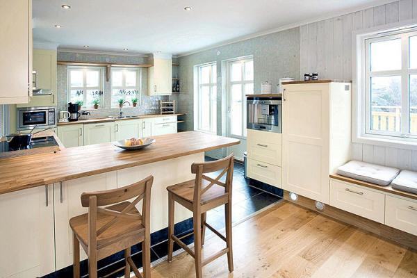 wohnzimmer küche offen:Die eindrucksvolle Küche, offen zum Essbereich, pastellgelbe Fronten