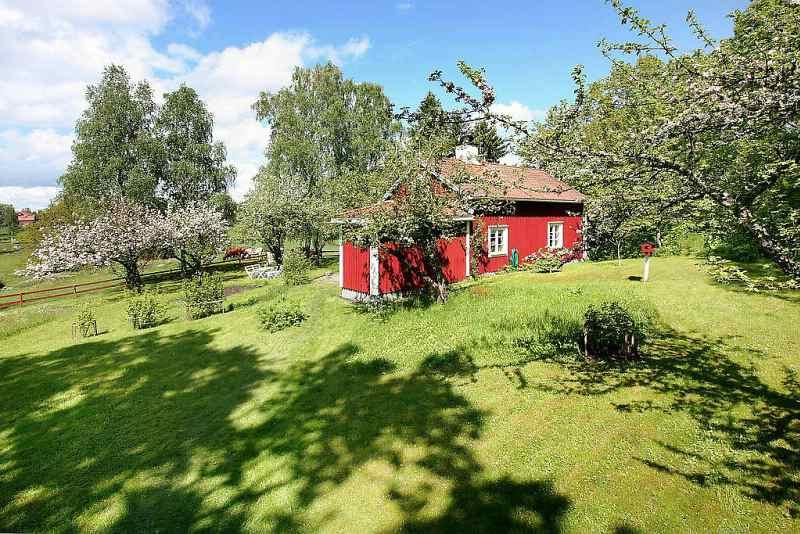 bilder innen typisches rotes schwedenhaus mit weissen. Black Bedroom Furniture Sets. Home Design Ideas