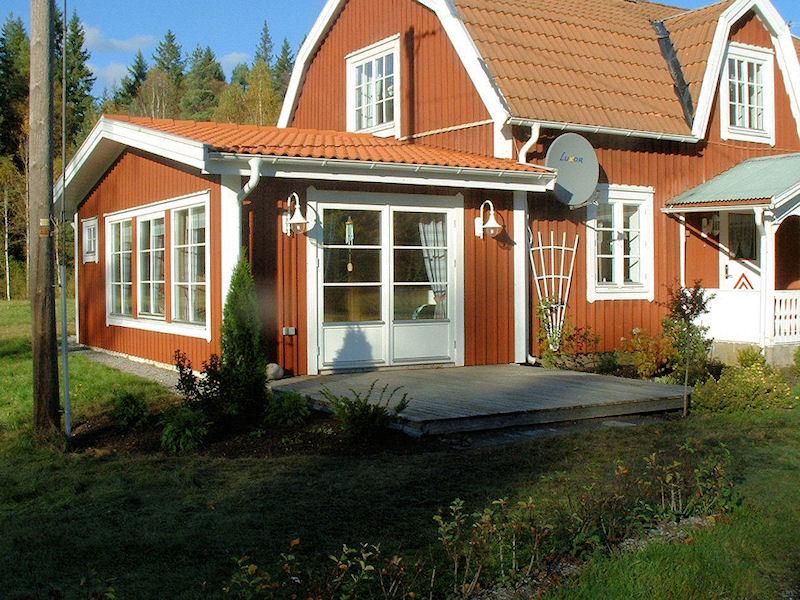 sommerbilder aussen gutes wohnen in diesem schmuckst ck von schwedenvilla sm land ruft. Black Bedroom Furniture Sets. Home Design Ideas